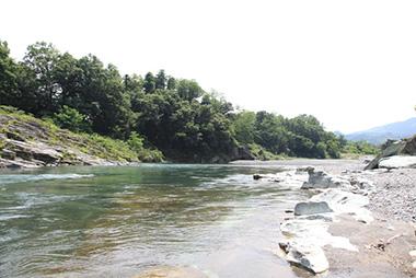 プライベートの川。歩いて3分。川原のお散歩をお楽しみいただけます。※遊泳は危険ですので禁止の川です。