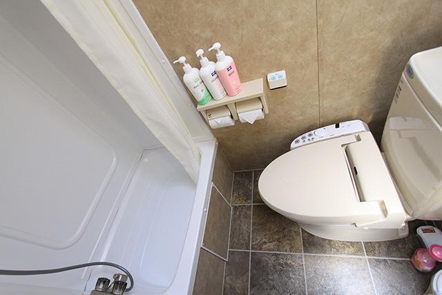 トラベルトレーラーDタイプ:バス・トイレ