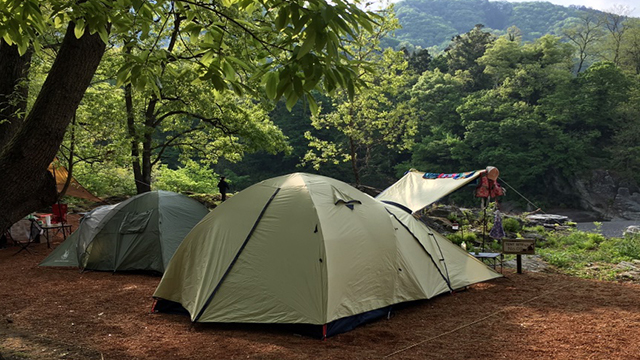 TENT SITE 自然を利用したテントサイト